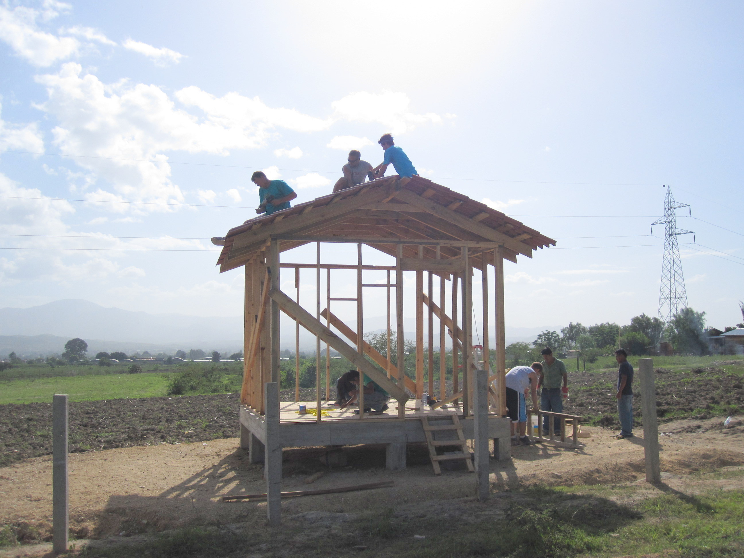 Armonia students and volunteers constructing a building